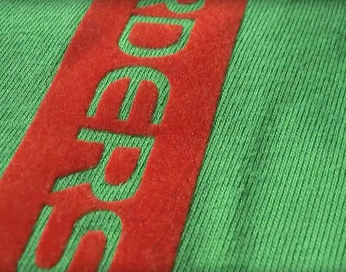 sports shoes 6a1c7 77a14 T-Shirt beflocken – Wenn der Aufdruck flauschig sein soll