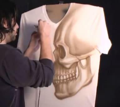 T-Shirt mit Airbrush Totenkopf